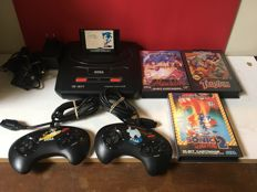 Sega Mega Drive 2 inc. Sonic The Hedgehog & 2 controllers + 3 topgames in complete condition
