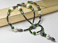 Multi stone necklace with jade and pearls with 18 kt gold clasp