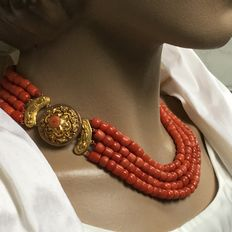 Beautiful antique. Approx. 1853-1880. Necklace - 100% natural precious coral with gold clasp - 4 strands