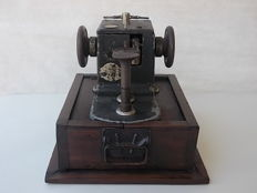 Ancient and rare sewing machine to be overhauled in cast iron with wooden base and original handles
