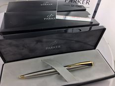 5 Parker Inflexion vulpotlood Met doosjes.  New Old Stock. + Parker 125 years plexiglas standaard.
