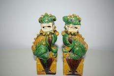 Pair of Fo dogs in enamelled earthenware - China - 19th century.