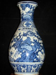 Large vase in blue-white painting with birds, butterflies andinsects - China - 21st century