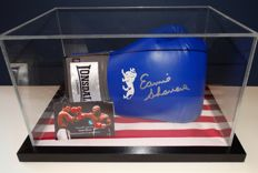 Earnie Shavers a.k.a. 'Puncher of the Century' gesigneerde Lonsdale bokshandschoen in Display Case + Certificate of Authenticity