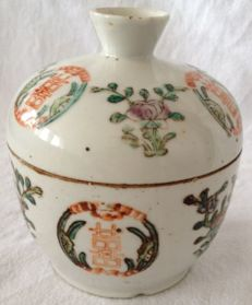 A porcelain bowl/box and cover - China - 19th century (Tongzhi mark 1862-73 and of period)