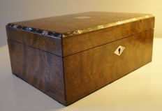 Tiger Rosewood and mother of pearl box - England - 19th century