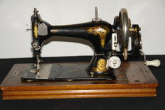 Old Hand sewing machine ' Favorite ', early 20th century