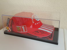 Michael Schumacher - Original limited edition Ferrari Cap from his 7th World title in F1, hand-signed in OP display case + COA