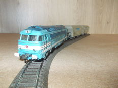"""Fleischmann/Lima H0 - Diesel locomotive 68001 2 with sand container carriages """"Pechiney-Saint-Gobain"""" of the SNCF"""