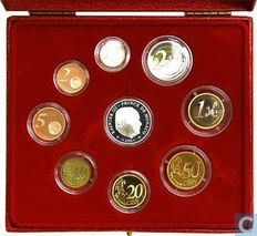 Monaco - Case of 2004 coins in good condition (9 coins) including €5 'Sainte Dévote' in silver.