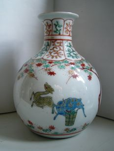 Kakiemon style porcelain vase - Japan - early 19th century (Edo period)