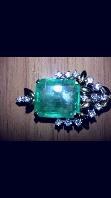 Gold necklace with Colombian emerald for 20.70 ct