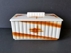 Art Deco box/cookie tin with spray decor by fa. Annaburg
