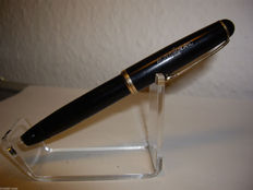 Vintage Montblanc 042 piston filler fountain pen 14k 585 gold nib 1950s