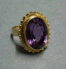 Elegant women's ring 585 gold with large oval amethyst