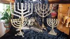 Lot of 6 Jewish candlesticks - 4 x Menorah and 2 x Chanoeka, partly bronze and partly yellow copper, very old to old