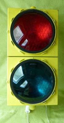 Traffic light, green-red