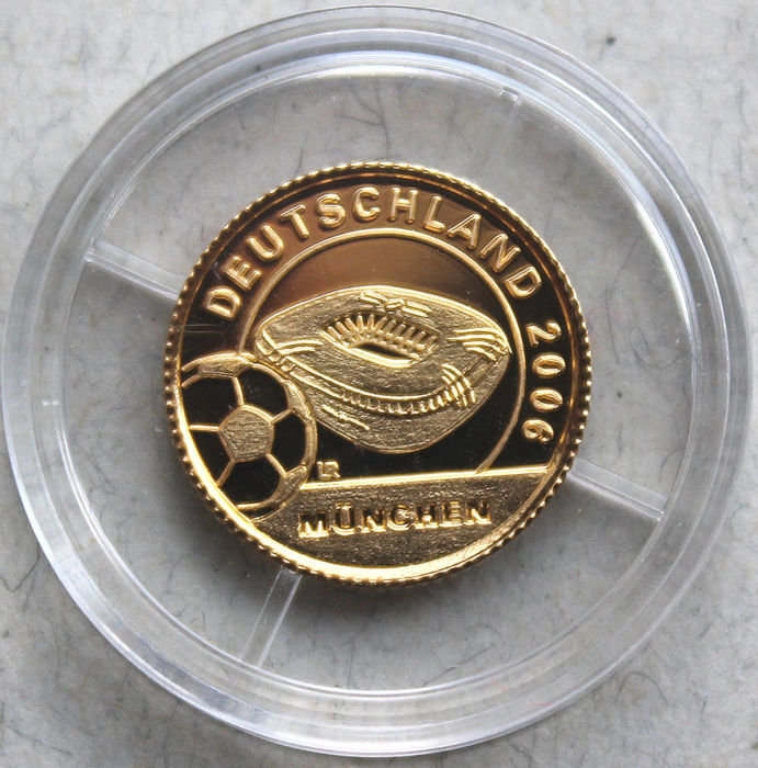 Liberia – 10 Dollars 2004 'World cup 2006 – stadium in Munich' – 1/25 oz gold