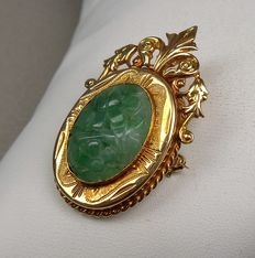 Vintage gold brooch in 14 kt with jadeite