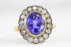Entourage ring with oval cut, natural tanzanite and brilliant cut diamonds