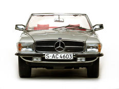 Sun Star - Scale 1/18 - Mercedes-Benz 350SL Open Convertible 1977 - Silver