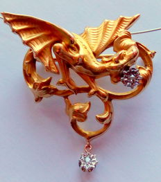 Large gold/platinum brooch/pendant in the shape of a dragon, with two (2) diamonds - France, 1890 - 1900.**No Reserve Price**
