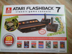 Atari Flashback console 7 /built-in 101 games 2 wirless controlers new in box