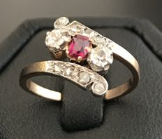 Art Nouveau 'You and Me' ring in 18 kt gold, adorned with 2 diamonds, central natural ruby and paved with diamond roses