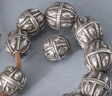 A set of 19 antique silver beads - Yemen
