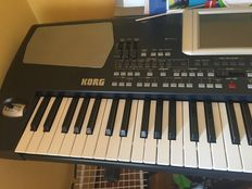 Korg pa500 keyboard with support