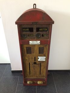 Antique cigarette machine of the brand: Devera-Vending Machine