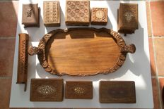 Lot of 9 wooden tea boxes and large tooled wooden tray - India - second half of the 20th century