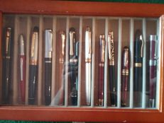 Lot of 12 pens fountain pens