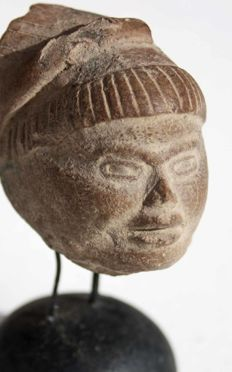 Fine pre-Colombian head (fragment) - 7x5cm