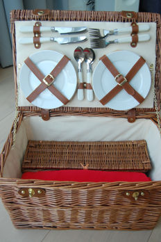 Unused 4 person wicker picnic basket