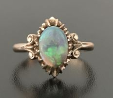 Marvellous marquise ring from the 1920s in 14kt rose gold, decorated with a radiant blue opal - No reserve price