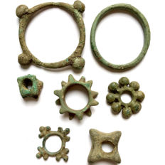Celts - Central European. 7 various Coins/Proto-Money from the Celtic era - bronze ring money, 3rd-1st century BC. 19 mm / 48 mm (7)
