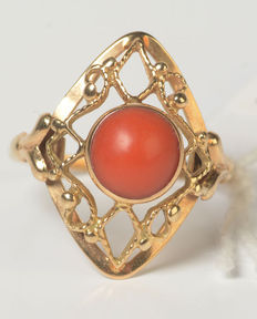 Diamond-shaped cutaway ring with a round, cabochon cut natural precious coral.