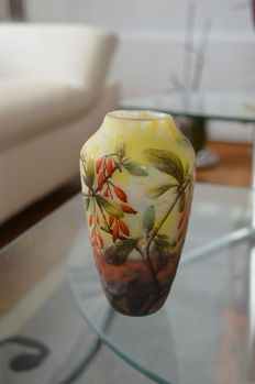 Daum Frères - Cameo glass vase with berries and leaves