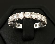 American wedding band in 18 kt grey gold, full circle of extra white diamonds F / VVS total weight 2 ct