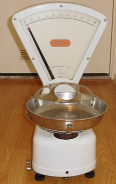 Beautiful white Berkel scale - Type L - 1949 No. 1153.562 - Weighing capacity 1 kg