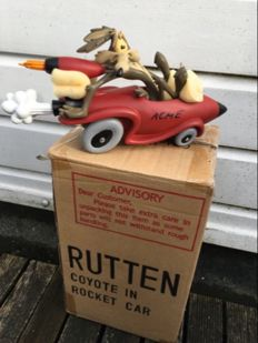 Warner Bros Looney Tunes Wile E.Coyote in Rocket Car Statue
