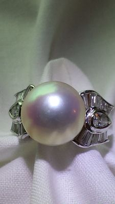 White gold diamond 13 mm south sea pearl ring