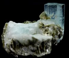 Damage free Aquamarine Crystal Cluster with Muscovite Mica - 42 x 50 x 60mm - 141 gm