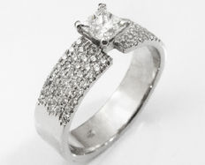 Princess-cut Engagement Ring with 5 rows of Diamonds – 14kt gold -IGL Report