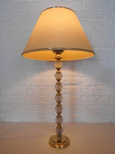 An attractive table lamp with an exclusive appearance, with special lamp footing in a combination of brass and Crystal!