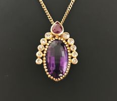 Antique Pendant in 18 kt Yellow Gold with a large Amethyst surmounted by a Ruby and Rose-Cut Diamonds (Total of 7.3 ct).