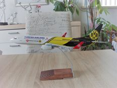 "Turkish Airlines Boeing 737-800 ""Borussia Dortmund"" 1/100 in original packaging"