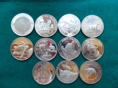 Latin America. Lot with 11 925/1,000 silver coins from 1994.