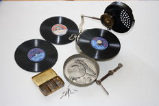Antique rare Mikiphone Pocket Phonograph with accessoires